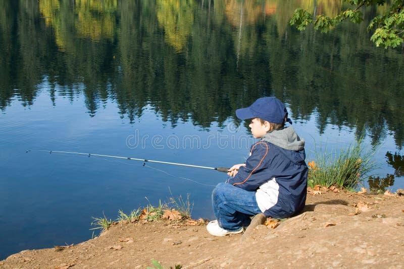 6 ans de pêcheur de garçon vieux image stock