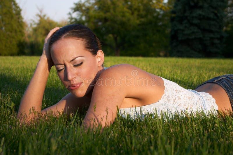 Download 6 młodych kobiet obraz stock. Obraz złożonej z drzewa, samotność - 25821