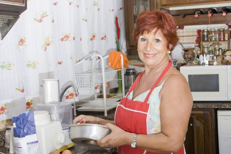 65厨房夫人老运作的年 免版税库存图片