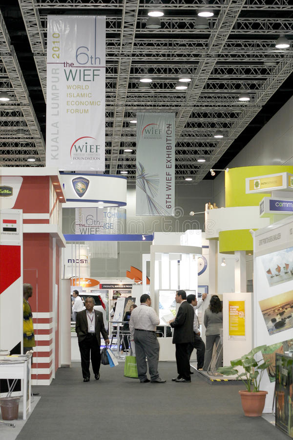 6th World Islamic Economic Forum (WIEF). KUALA LUMPUR, MALAYSIA - MEI 18 : Row of exhibition booth awaits international visitor and investor during the 6th World stock photo