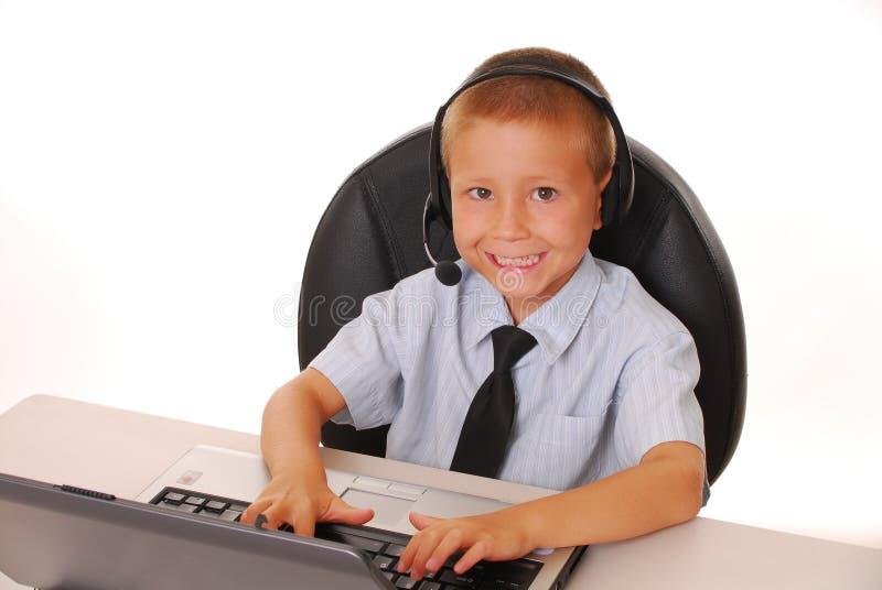 7个男孩服务台帮助 免版税库存照片