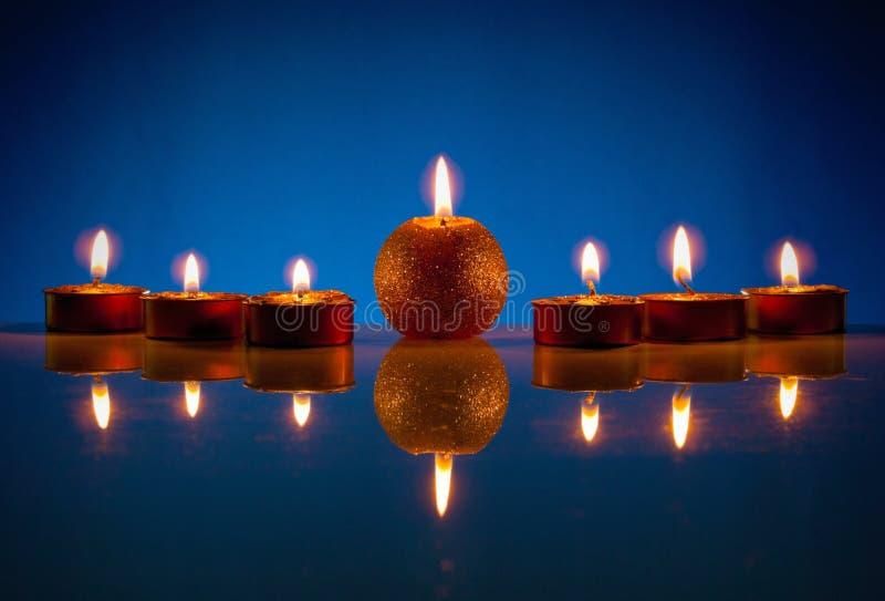 7 горящих свечек стоковые фотографии rf