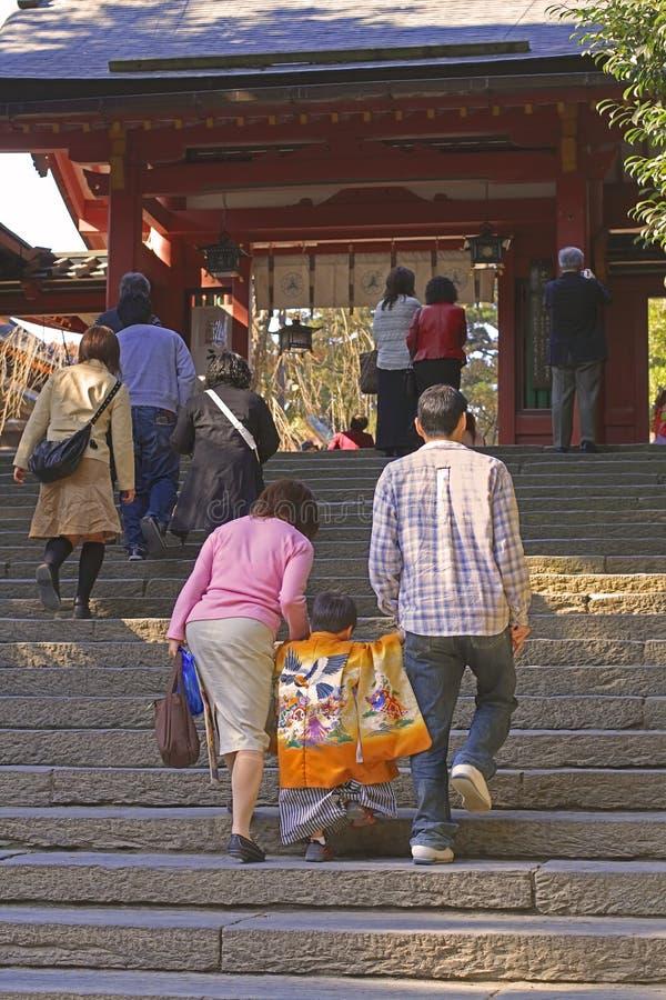 7.5.3 (Shichi-gehen-San) - gehend bis zum Tempel lizenzfreie stockfotografie