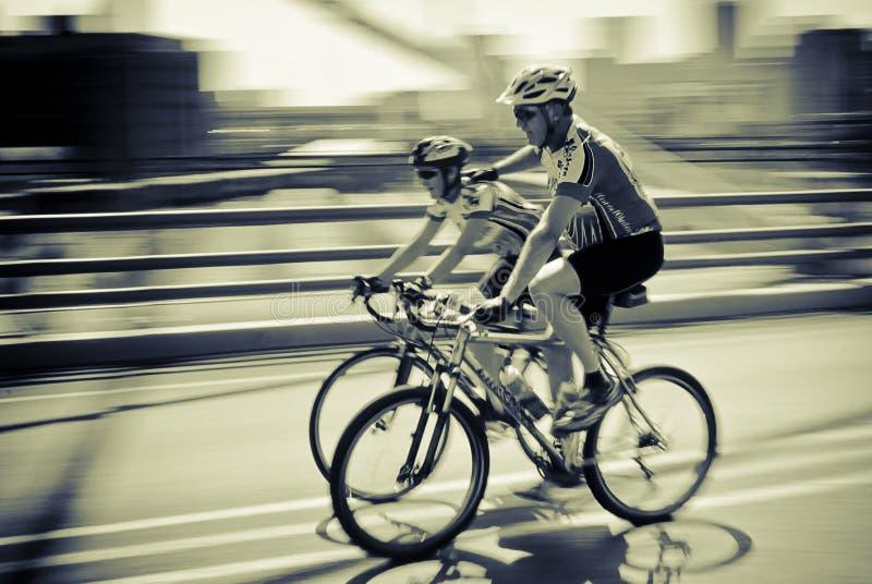 7 94向循环骑自行车者小组挑战 库存照片
