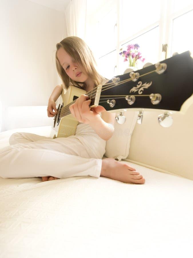 7 akustycznych dziewczyny gitary potomstw fotografia royalty free