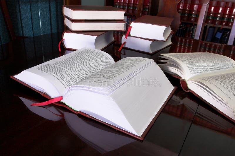 7 lagliga böcker fotografering för bildbyråer