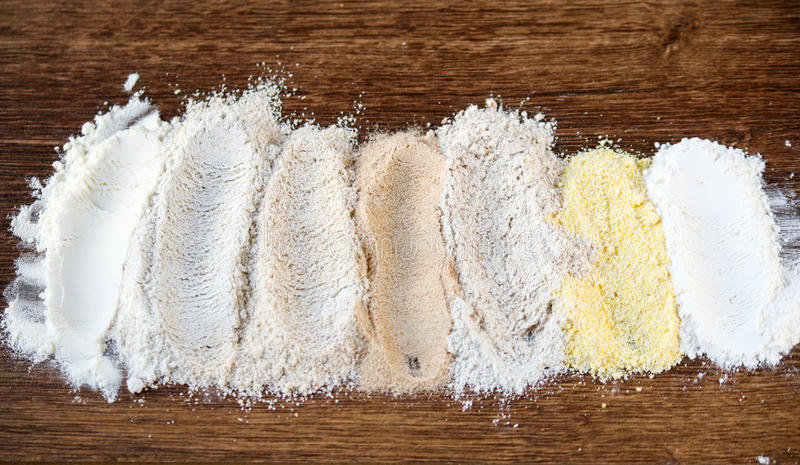 7 tipi di farine immagine stock