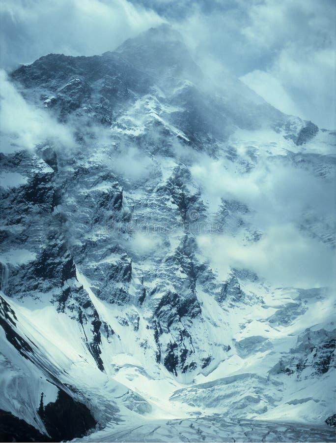 7010m khan maximumtengri arkivfoto