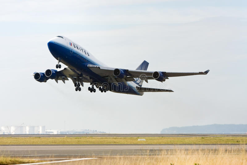 747 αερογραμμές Boeing από τη λήψη που ενώνεται στοκ εικόνες