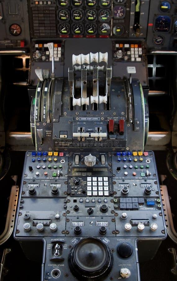 Download 747 contrôles image stock. Image du contrôles, passager - 733007