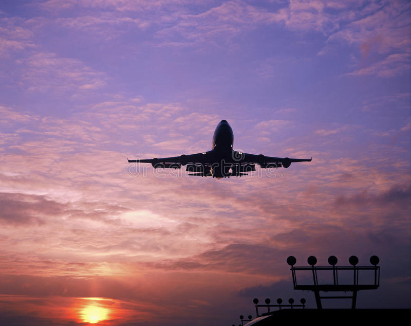 747 landing at schiphol airport amsterdam royalty free stock photos