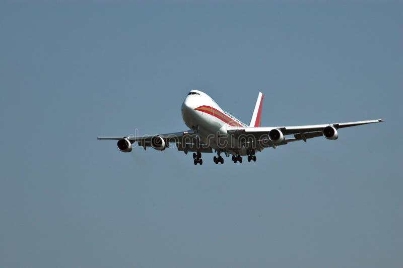 747 som landar royaltyfri foto