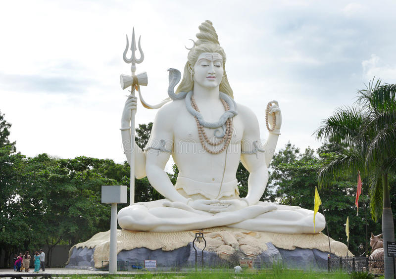76 cieków wysokiej władyki Shiva statuy przy Kachnar miastem, Jabalpur obraz royalty free