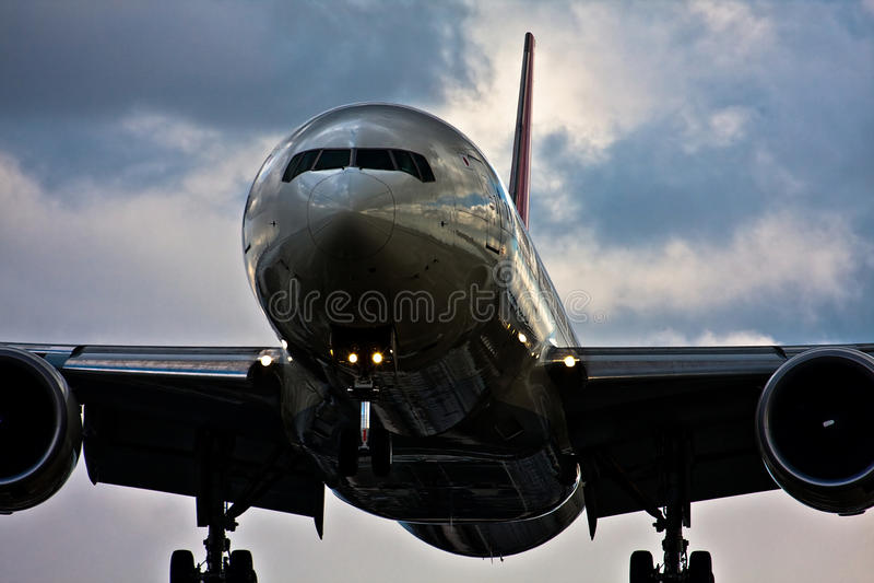 767 flygplats boeing itami royaltyfri foto