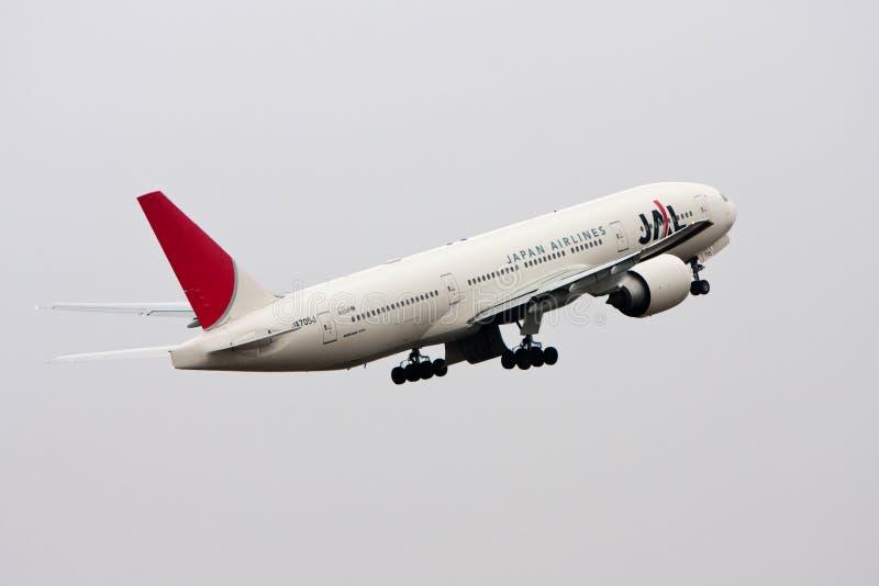 777 авиакомпаний Боинг япония принимают стоковые изображения
