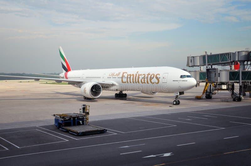 777 эмиратов Боинга стоковые изображения rf