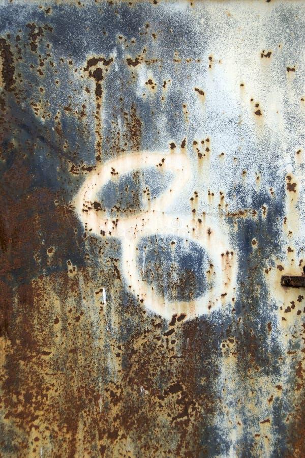 8个编号挖坑的铁锈表面 库存照片