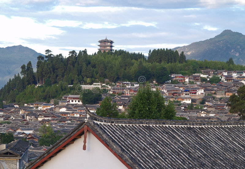 8瓷lijiang顶层游人城镇 库存图片