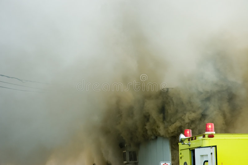 8 πυροσβέστες εργάζοντα&iot στοκ φωτογραφίες με δικαίωμα ελεύθερης χρήσης