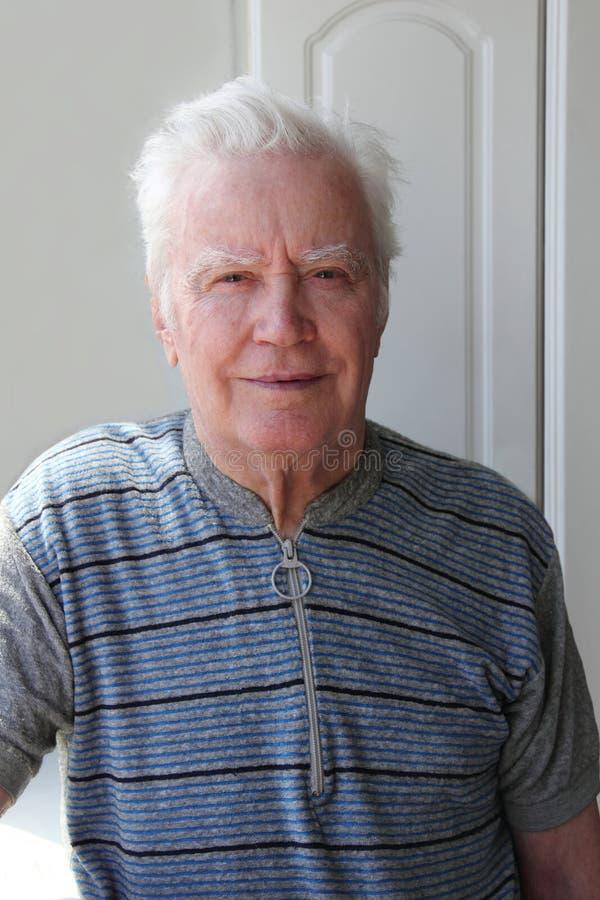82 mężczyzna stary uśmiechnięty rok fotografia royalty free
