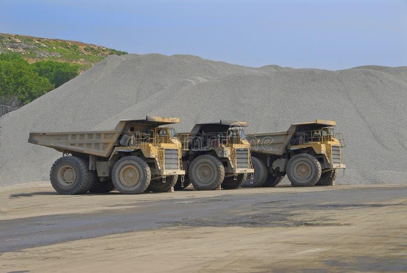 85 stora förrådsplatstonlastbilar arkivbild