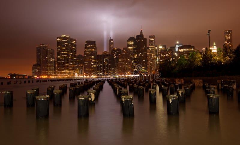 9/11 Tribut in der Leuchte. New York City stockbilder