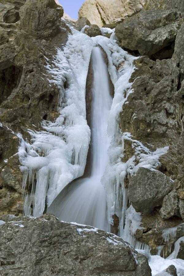 9011, cachoeira congelada, cicatriz de Goredale, Dales de Yorkshire, abril 2006 foto de stock royalty free
