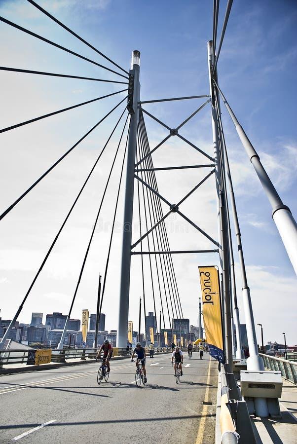 94.7 Schleife-Herausforderung - Mandela-Brücken-Kapitel stockbilder