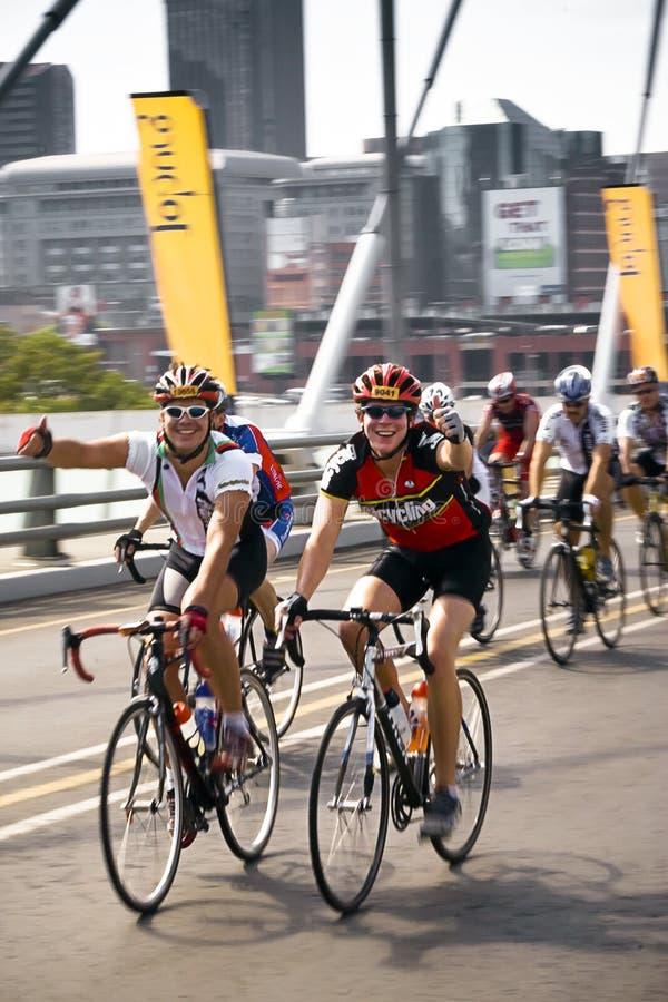 94.7 Schleife-Herausforderung - Mitfahrer auf Mandela-Brücke stockfotografie