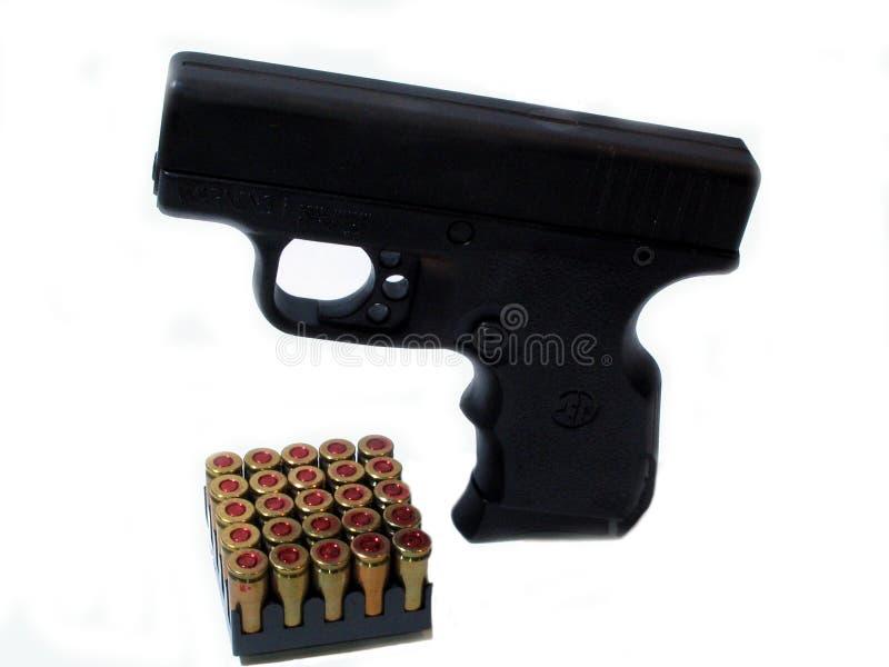 Download 9mm en shells stock afbeelding. Afbeelding bestaande uit bescherming - 290791