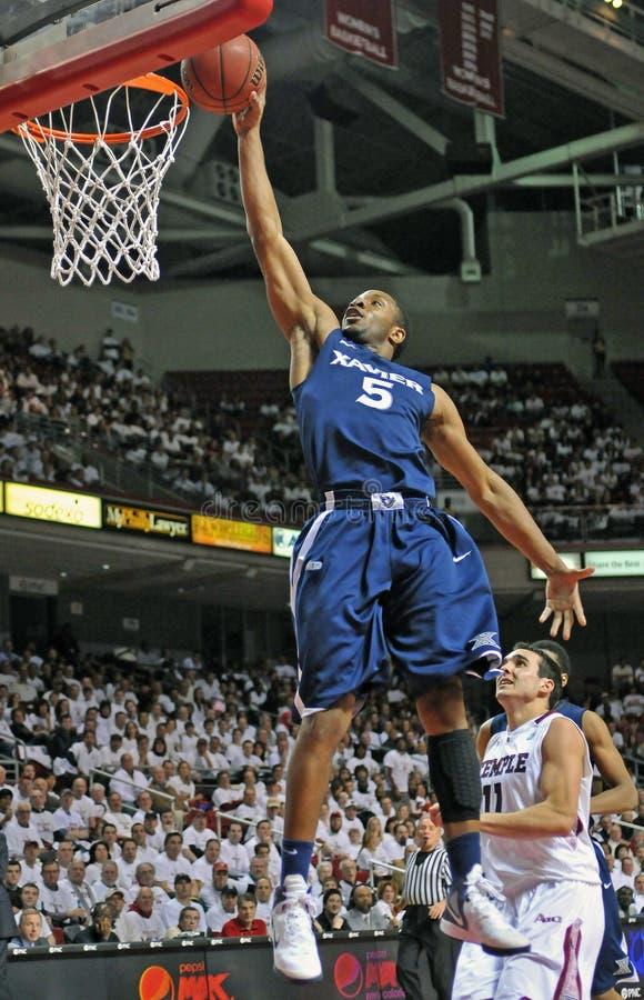 Ação 2011-12 do basquetebol do NCAA imagem de stock