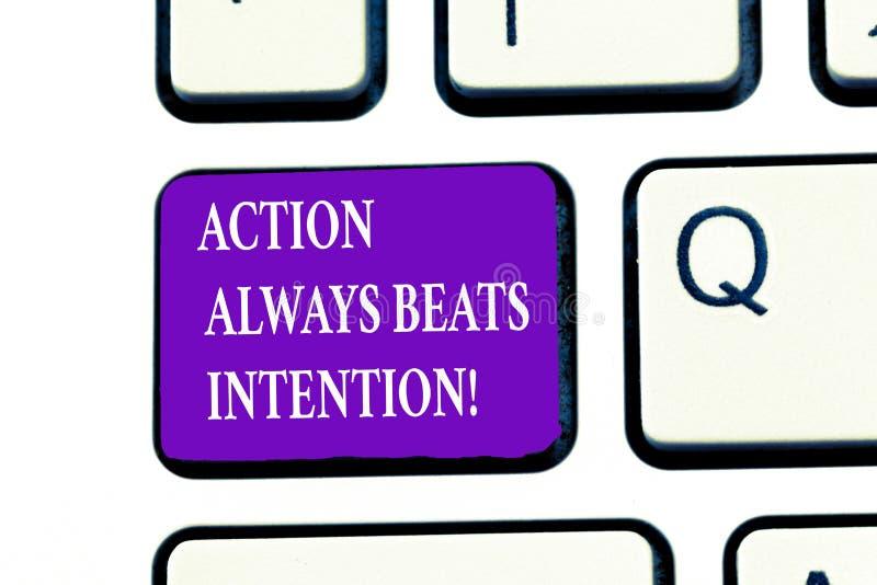 A ação do texto da escrita da palavra bate sempre a intenção O conceito do negócio para Materialized fá-la acontecer ato nele imagens de stock