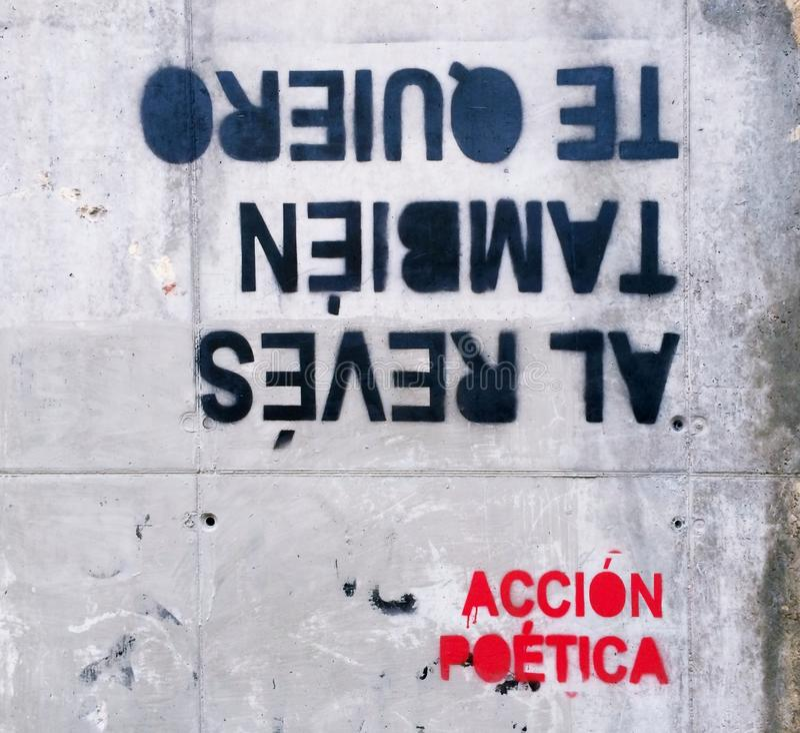 Ação poética na parede fotos de stock