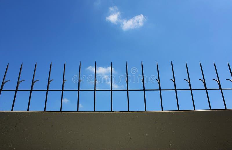 Aço curvado na parede fotografia de stock