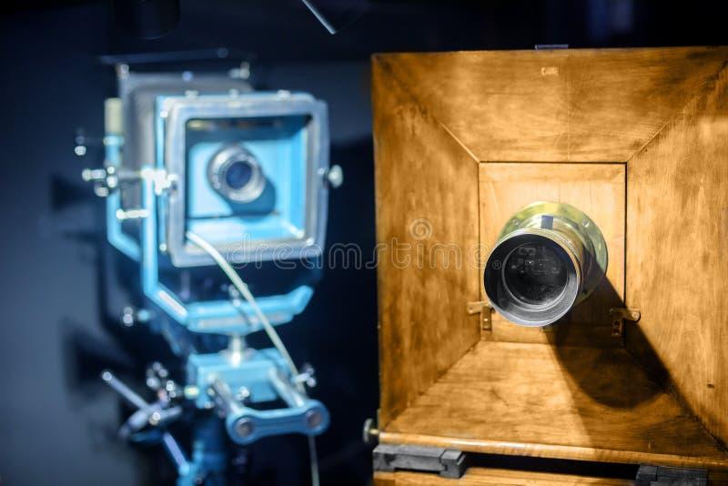 Aço do vintage e câmera de madeira imagem de stock