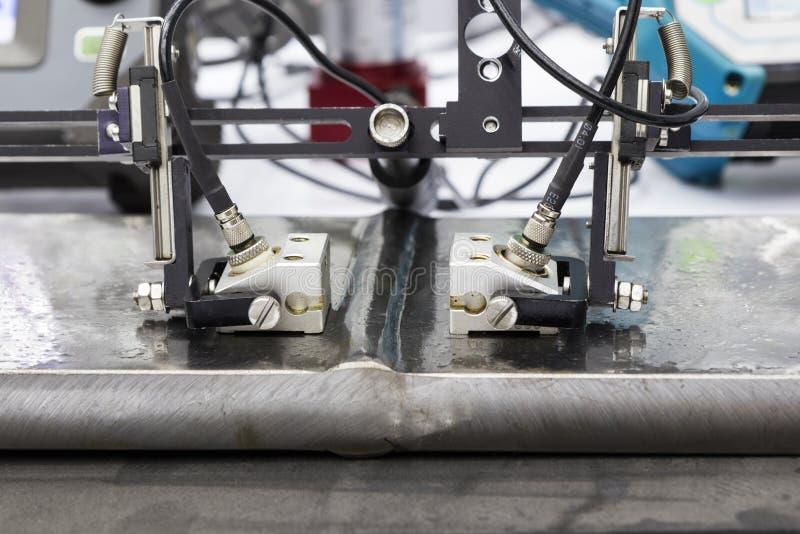 aço ultrassônico da soldadura dos testes da ponta de prova imagens de stock
