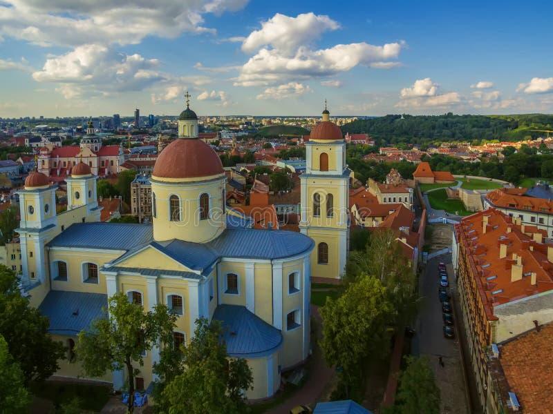 aéreo Vilnius, Lituânia: Igreja ortodoxa e monastério do Espírito Santo, fotografia de stock