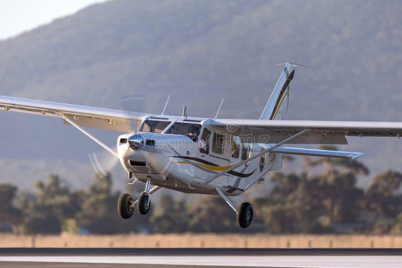 Aéronefs de servitude de moteur simple de l'aéronautique GA8 Airvan VH-SXK de Gippsland étant employés pour faire un saut en chut image stock
