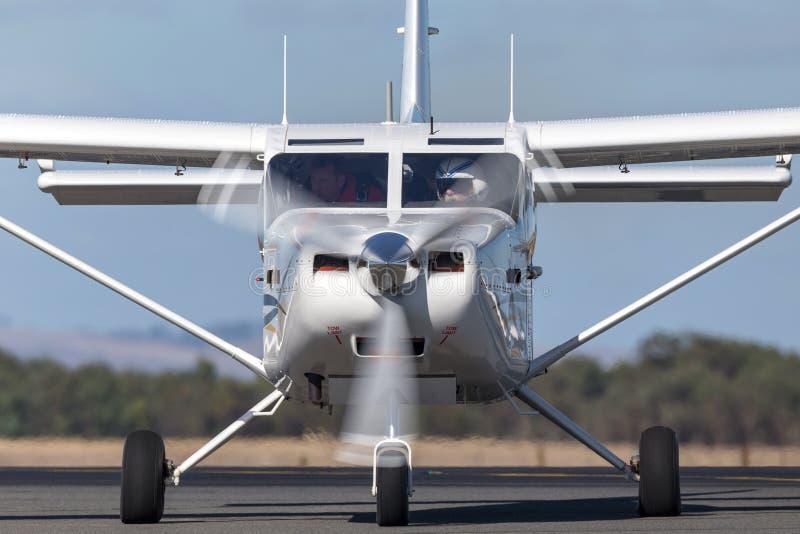 Aéronefs de servitude de moteur simple de l'aéronautique GA8 Airvan VH-SXK de Gippsland étant employés pour faire un saut en chut photos libres de droits