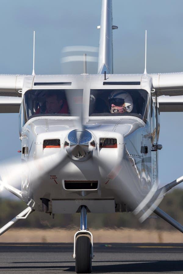 Aéronefs de servitude de moteur simple de l'aéronautique GA8 Airvan VH-SXK de Gippsland étant employés pour faire un saut en chut photo stock