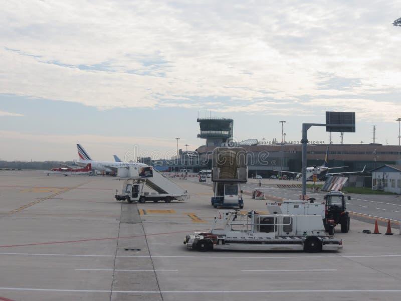 Aéroport à Bologna photographie stock libre de droits