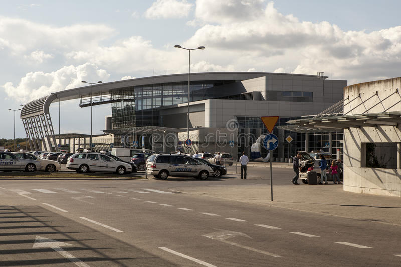 Download Aéroport à Poznan, Pologne image éditorial. Image du international - 45350185