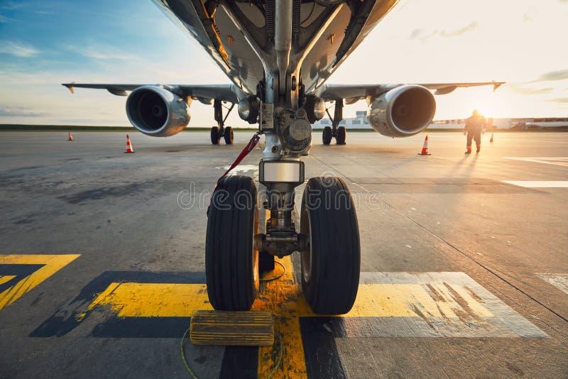 Aéroport au coucher du soleil étonnant photo stock