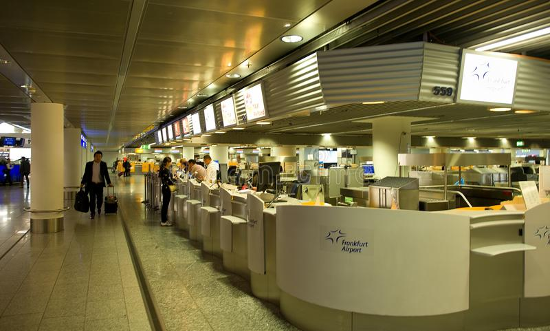 Aéroport de Francfort - enregistrement image stock