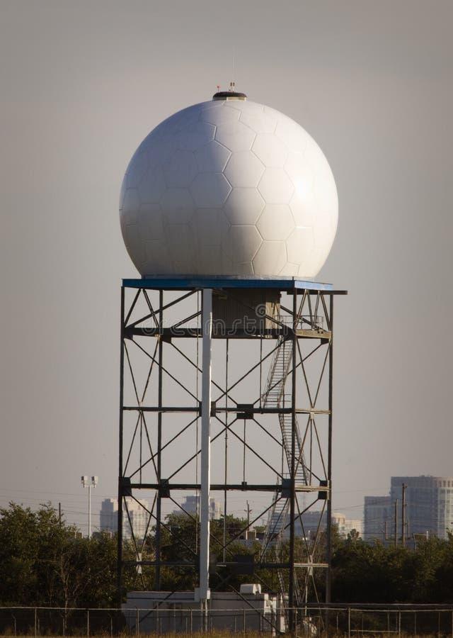 Aéroport de radar Doppler photographie stock