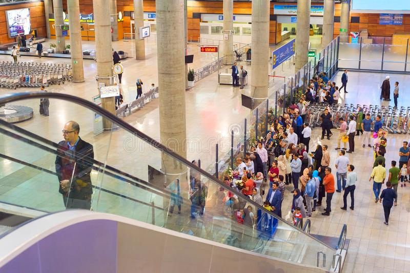 Aéroport international de arrivée de Téhéran de personnes images libres de droits