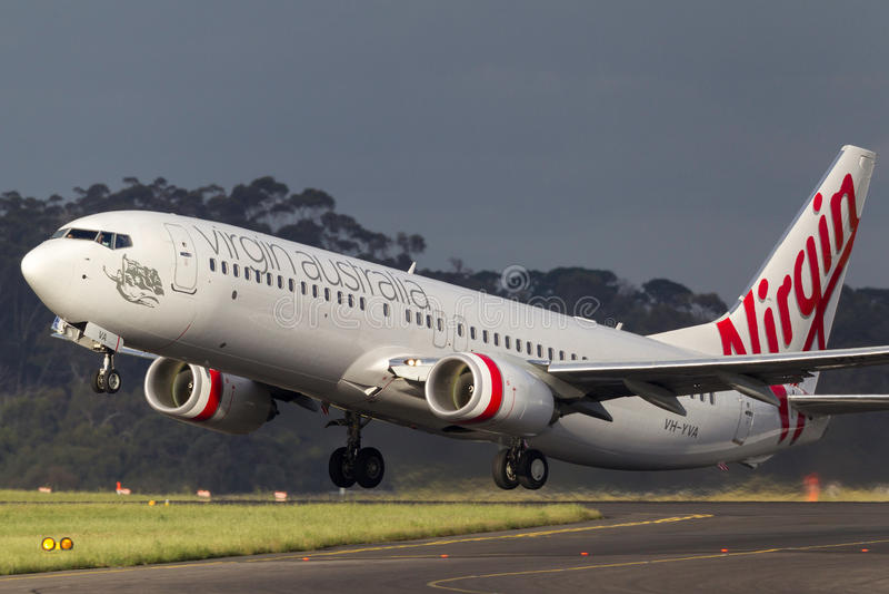 Aéroport international de départ de Boeing 737-8FE VH-YVA Melbourne de lignes aériennes d'Australie de Vierge images libres de droits