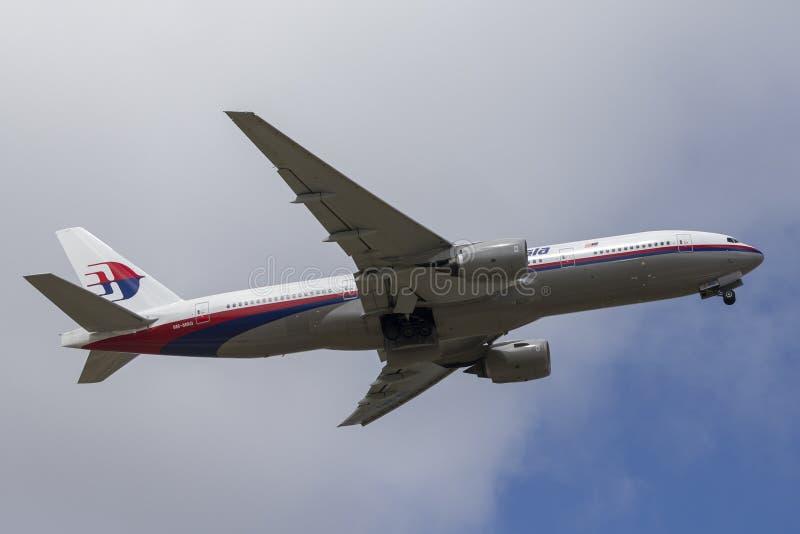 Aéroport international de départ de l'avion de ligne 9M-MRG Melbourne de Malaysia Airlines Boeing 777 images libres de droits