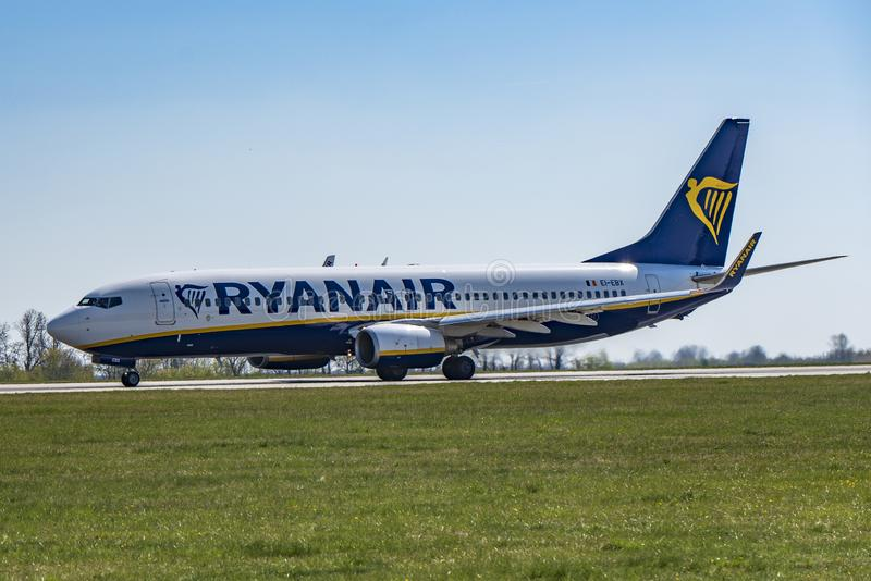 Aéroport Prague Ruzyne-LKPR, Boeing 737-800 Ryanair photo stock