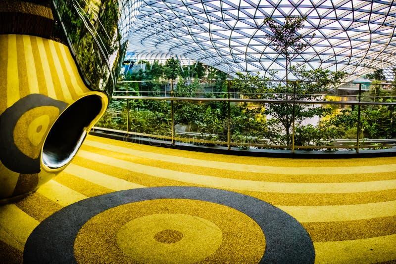 Aéroport Singapour - glissières de Changi de bijou de découverte image stock